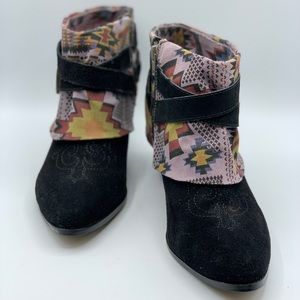Betsy Johnson Black Suede Western Booties Aztec 10